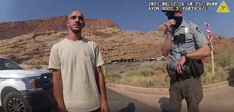 Brian Laundrie, 23, Moabin poliisin julkaisemalla kehokameravideolla 12. elokuuta.