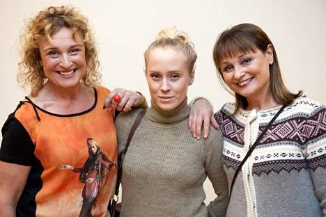 2012: Hanna, hänen tyttärensä Kirsikka Simberg ja sisarensa Sikke Sumari kävivät Sats-kuntokeskuksen avajaisissa.