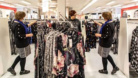 Muotikaupan odotetaan tänä vuonna vilkastuvan selvästi, mutta silti jäävän lähivuosina koronapandemiaa edeltänyttä pienemmäksi.