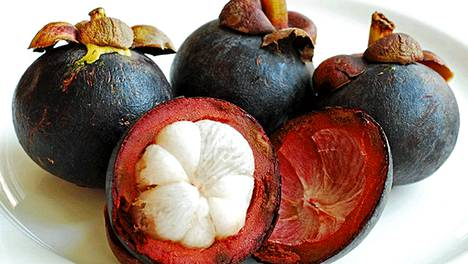 Mangostani on muun muassa Aasian tropiikissa kasvava syötävä hedelmä.