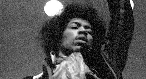 Jimi Hendrix konsertoimassa Helsingin Kulttuuritalolla huhtikuussa 1967.