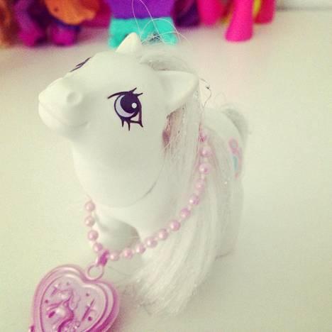 Vain Euroopassa myynnissä ollut Jewellery Baby Ponies -sarjaan kuuluva Baby Diamond.