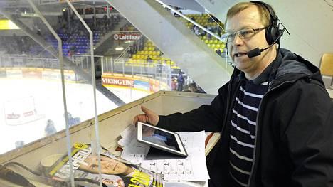 Juha Lindgren on selostanut vuodesta 1985, eli siitä lähtien kun kaupalliset paikallisradiot tulivat Suomeen.