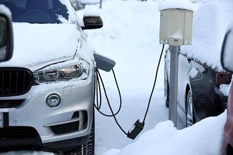 Ladattavia hybridiautoja on Suomessa kaikkiaan vasta alle 50 000.