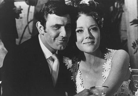 George Lazenby ja Diana Rigg elokuvassa Hänen majesteettinsa salaisessa palveluksessa.