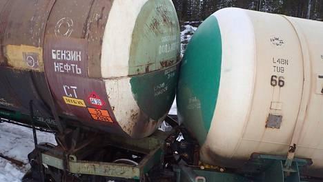 Mäntyharjulla venäläisestä vaunusta vuoti 35 000 litraa myrkyllistä, tulenarkaa ja helposti höyrystyvää kemikaalia luontoon.