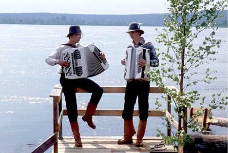 Haitari. Niin kauniisti soi harmonikka juhannuksena Rovaniemellä vuonna 1987.