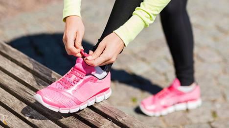 Aloita yhdellä lenkillä viikossa ja kun siitä on tullut rutiini, lisää toinen.