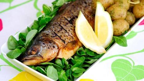 Savustettu kala on huippu juhannusherkku.