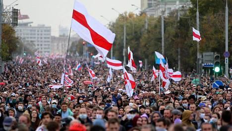 Kuvaa opposition mielenosoituksesta Minskistä 27. syyskuuta 2020.