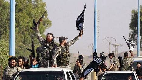 Islamistitaistelijoiden paraati Syyriassa viime vuoden kesäkuussa
