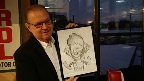 Jope esitteli Riku Roudosta tekemäänsä karikatyyriään.