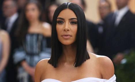 Kardashian on totuttu näkemään julkisuudessa ja sosiaalisessa mediassa täydessä tällingissä.