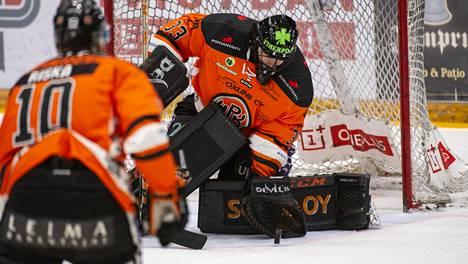"""HPK:n sankarivahti Emil Larmi torjui pudotuspeliuransa ensimmäisen nollapelin – """"Nyt ollaan uran tähtihetkissä"""""""