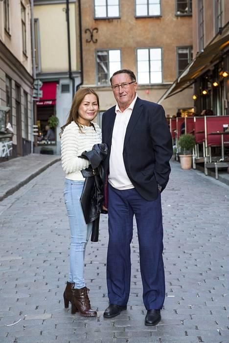 Lindsröm tapasi Wanin Thaimaan Hua Hinissa, kun tämä työskenteli paikallisessa hotellissa.