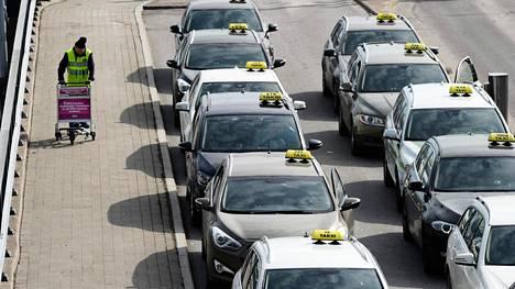 Helsinki-Vantaa varautuu taksiliikenteen uudistukseen.
