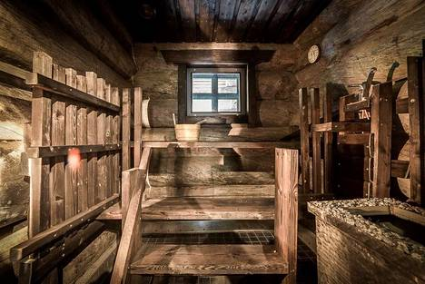 Sauna kelpaisi varmasti saunatontullekin.
