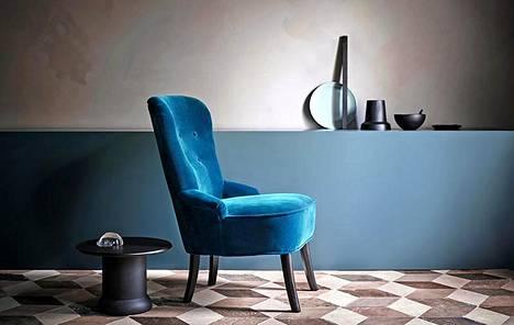 Luo harmoninen kokonaisuus sävyttämällä näyttävä samettihuonekalu yhteen muun sisustuksen kanssa. Ikea.