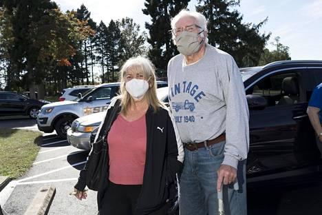Rosemarie ja Richard Weil äänestivät ennakkoon. Heidän äänensä meni Joe Bidenille.
