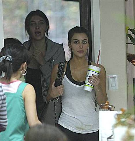 Kim Kardashian ja Brittny Gastineau lähtivät liikenteeseen ilman paksua meikkikerrostaan.