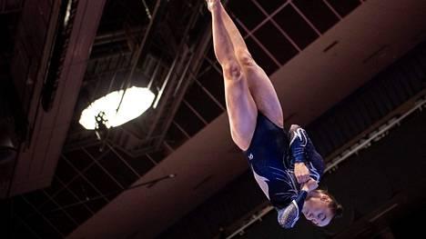 Ada Hautala vauhdissa puomilla Japanin MM-kisoissa.