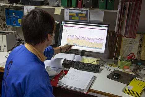 Lehmän märhetimisrytmi ja liikkeet pellolla voidaan nähdä tietokoneelta. Tämä on arkipäivää nykyisin suurimmissa navetoissa ja auttaa osaltaan lehmien hyvinvoinnista huolehtimista.