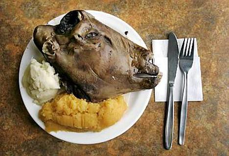 Houkutteleeko lautasellinen islantilaista pässinpäätä?