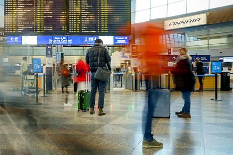 Matkustajien keskuudessa on yhä epätietoisuutta power bankien kuljettamisen suhteen.