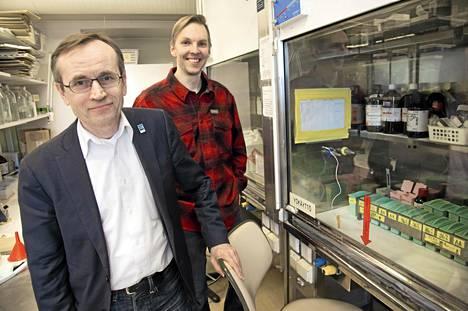 Arjen  tuotteista koostuu arvaamaton kemikaaliyhdistelmä, sanovat tutkijat Jorma Toppari ja Markus Rantala.