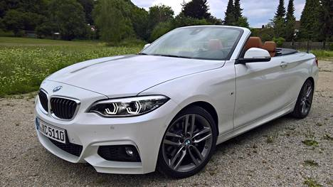 BMW uusi kakkossarjan avomallin. Ulospäin muutokset ovat bemarimaisen hienovaraisia.