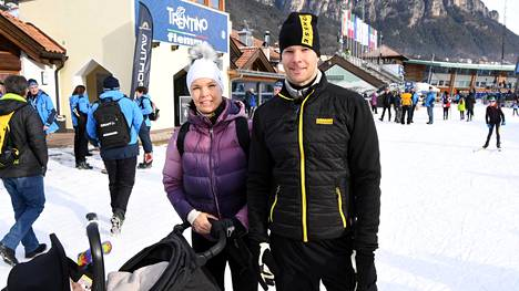 Tero Pitkämäki poseerasi vaimonsa Niina Kelon kanssa Val di Fiemmessä IS:lle.