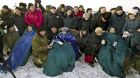 ISS-avaruusasemalla viisi kuukautta työskennellyt miehistö palasi tiistaiaamuna turvallisesti maan pinnalle.