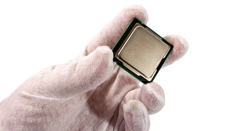 Tietokoneiden suoritinmarkkina on ollut perinteisesti Intelin ja AMD:n pelikenttä. Nyt ARM pyrkii mukana kolmanneksi.