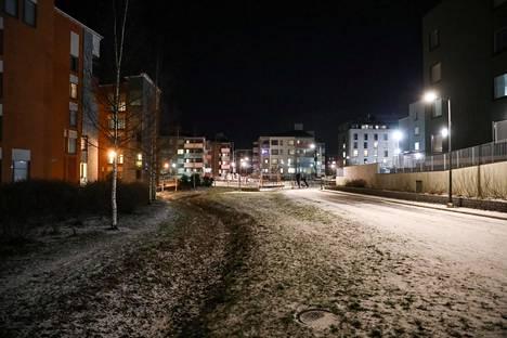 Tältä näytti Espoon Suurpellossa keskiviikona illalla. Kuvassa yleisnäkymää alueelta.