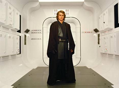 Star Wars: Episodi III – Sithin kostossa nähtiin nuoren Anakin Skywalkerin (Hayden Christensen) muodonmuutos Darth Vaderiksi.
