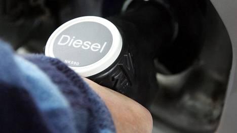 Dieselpolttoaineen verotaso on bensiiniä hieman matalampi. Verotasoeron alkuperäisenä tarkoituksena on ollut muun muassa ammattiliikenteen kuljetuskustannuksien kompensoiminen.