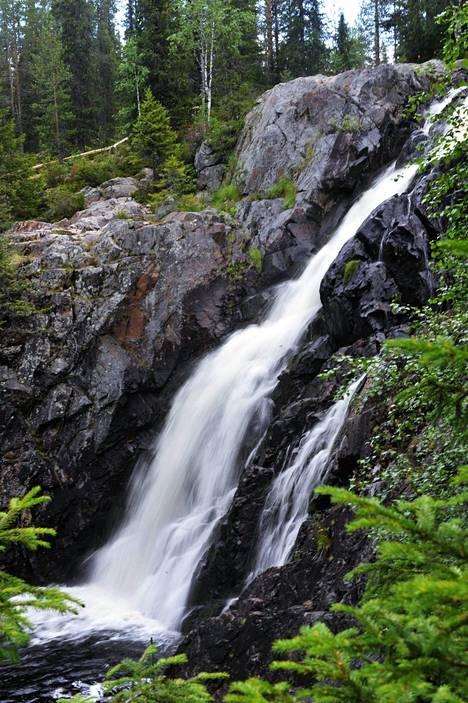 Hepoköngäs on Suomen korkein luonnonvesiputous Puolangalla.