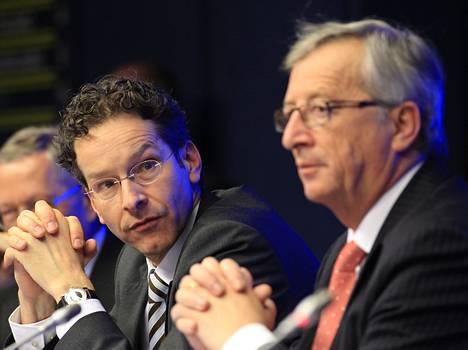Euroryhmän puheenjohtaja Jeroen Dijsselbloem (vas.) ja komission puheenjohtaja Jean-Claude Juncker (oik.) keskustelevat tänään Kreikan tilanteesta EKP:n pääjohtajan Mario Draghin kanssa.