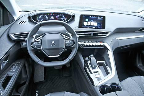 Peugeotin i-Cockpit ohjaamo kiertyy kuljettajan ympärille. Kaikki tärkeät toiminnot on sijoitettu järkevästi.