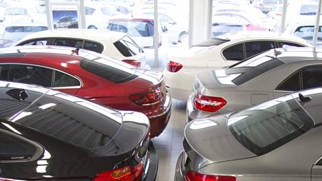 Korkeimman hallinto-oikeuden (KHO) päätös 2014 alensi käytettyjen tuontiautojen verotasoa.