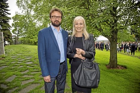 Olen pelannut golfia 25 vuotta ja nyt Karillakin on green card, kansanedustaja Maria Guzenina iloitsi rinnallaan elämänkumppaninsa Kari Mokko.