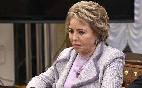 Valentina Matvijenko myönsi, että perustuslakiäänestyksen järjestämisessä pitää ottaa huomioon koronavirustilanne.