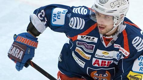 Jukka Peltola on tehnyt 30 ottelussa tehot 8+14.