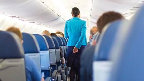 Asiakkaita jätetään hyväksymättä Finnairin lennoille muutaman kerran kuukaudessa. Kuvituskuva, kuvan henkilö ei liity juttuun.