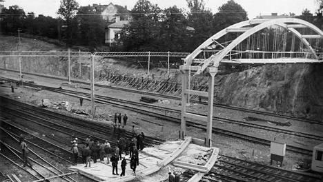Linnunlaulun sillan romahdus kiinnosti myös ulkopuolisia.