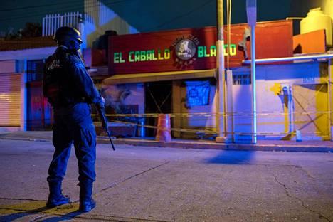 El Caballo Blanco -baari joutui rajun polttopulloiskun kohteeksi.
