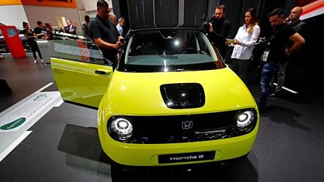 Honda e kiinnosti Frankfurtin autonäyttelyn ensimmäisenä lehdistöpäivänä toimittajia ja bloggaajia.