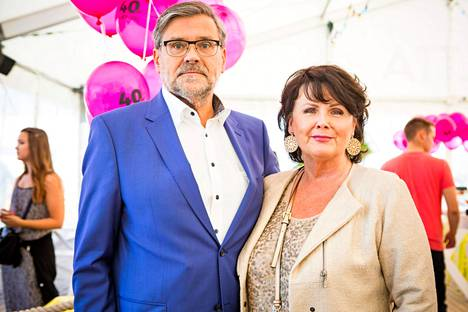 Rauno ja Marjo Sjöroos juhlistivat heinäkuussa 30-vuotishääpäiväänsä.