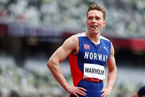 Karsten Warholm selvisi helposti jatkoon 400 metrin aitojen alkueristä.