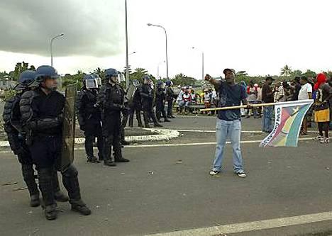 Mielenosoitukset Ranskaan kuuluvalla Guadeloupen saarella saivat vakavan käänteen keskiviikkona.
